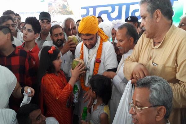 tanwar breaks the breaks the 3day satyagraha