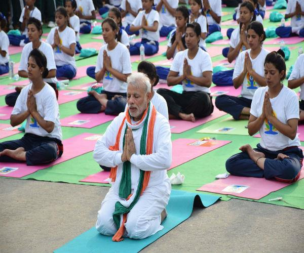 this leader will be on yoga day with pm modi