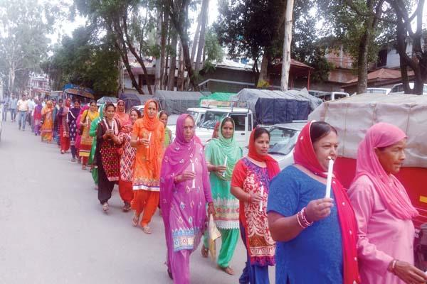 candle march to gets justice to doll  demand strict punishment for guilty