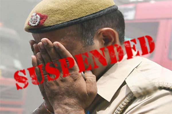 big action suspend 18 policemen including asi to take bribe from army