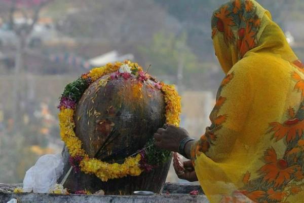 keep meditating while revolving shivaling