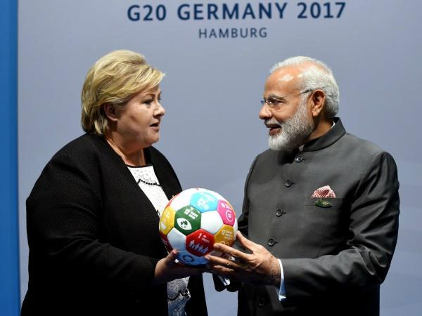 norway  s pm gifted modi to football