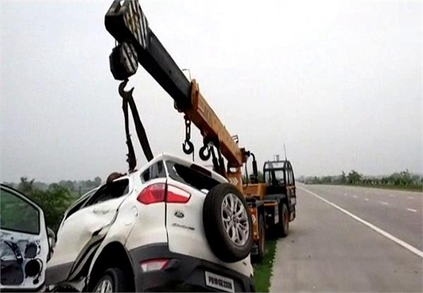 mathura collides with speeding car divider 5 deadly painful deaths