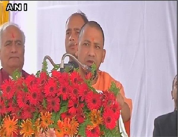 kargil day cm yogi paid tribute to martyrs