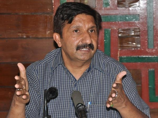 industry minister said bjp people will live in protest