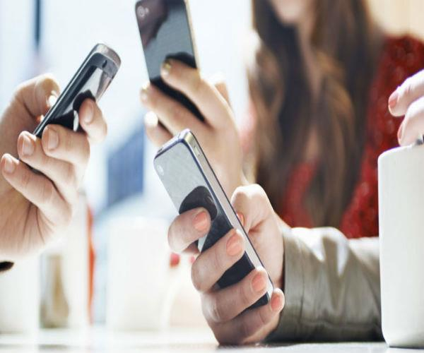 maharaja college of moradabad banned students for mobile use on campus