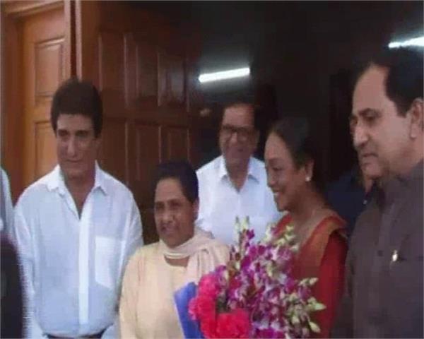 presidential candidate meera kumar meets mayawati