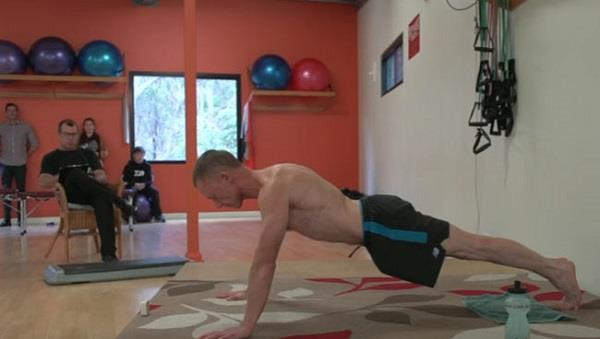 52 year old sets world record for most push ups in an hour