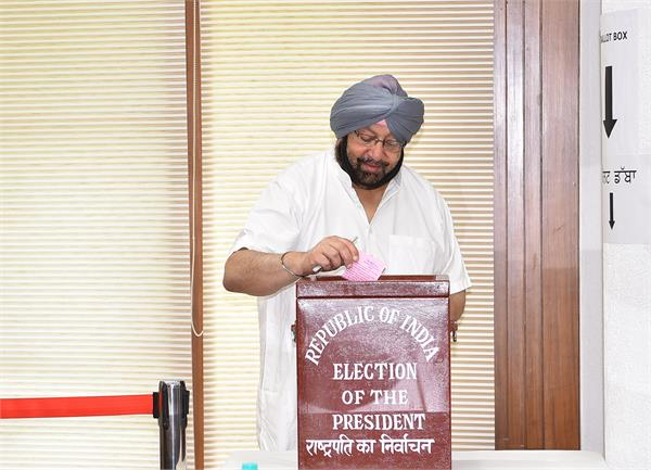 captain amarinder singh voted in the presidential elections 2017