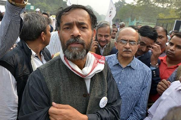 police took custody yogendra yadav and medha patkar