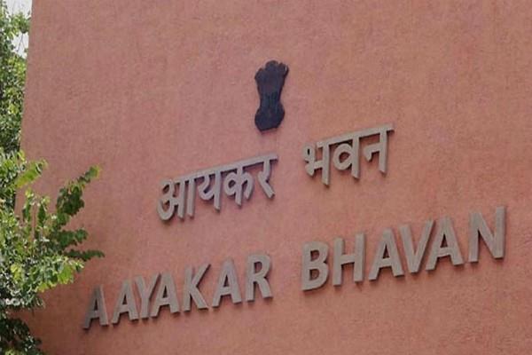 5 64 lakh people under it deparment scanner over cash deposit