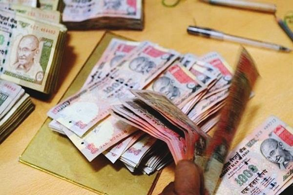 police arrested 3 people with restricted currency of 10 lakh