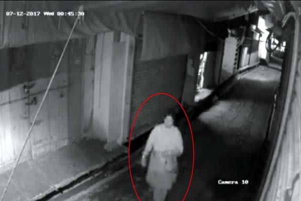 woman did the magic out of the shop  incident record in cctv