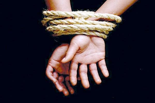 17 year old girl kidnapped  lodged in kaji mandi