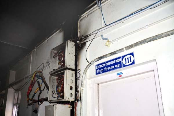 fire after heavy blast in hospital  defers such big accident
