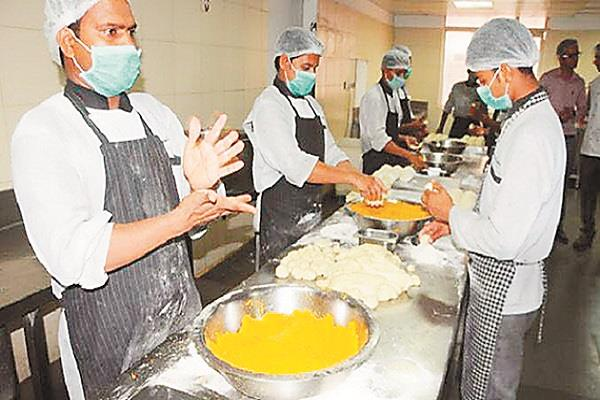 railways will now supply food to trains in the base kitchen
