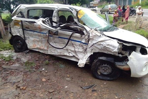terrible accident trala and car in between vigorous collision