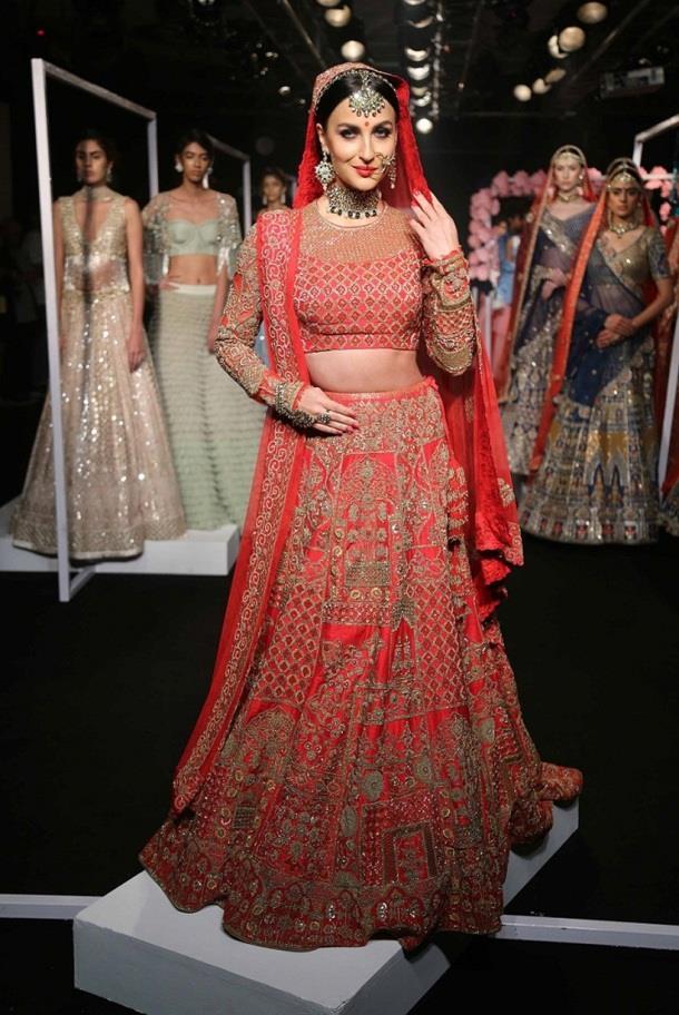 elli avram turns into a gorgeous bride for designer manoj agarrwal