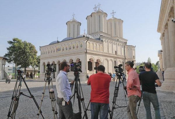 bishop involved in sex tape scandal resigns