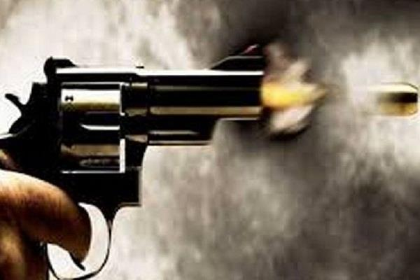 3 nominations with woman in case of firing on nri car