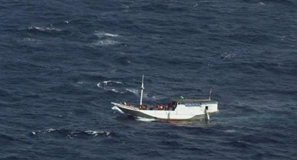 6 chinese held after trying to reach australia by boat