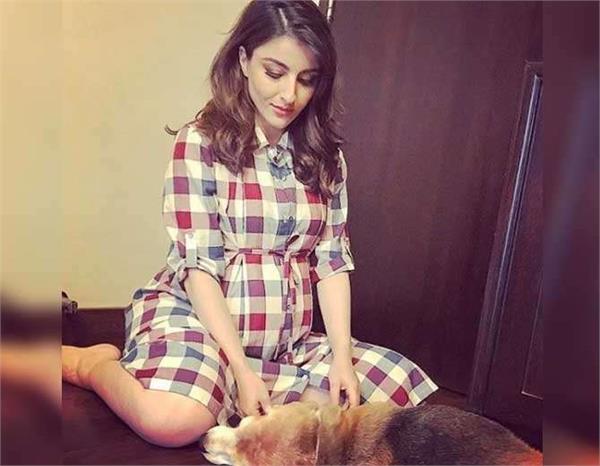 soha ali khan flaunt her baby bump
