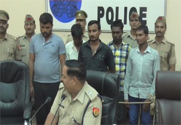 police assaulted unidentified robbers lakhs of goods recovered