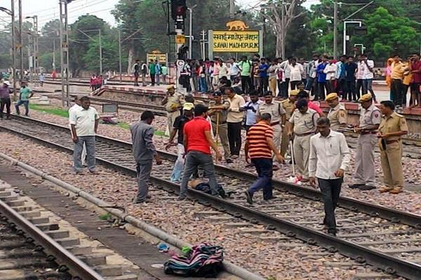 five passengers chopped off by train on sawai madhopur railway station