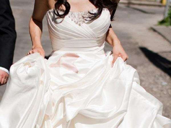 wedding dress destroys at airline   bride sues for  2 6 million