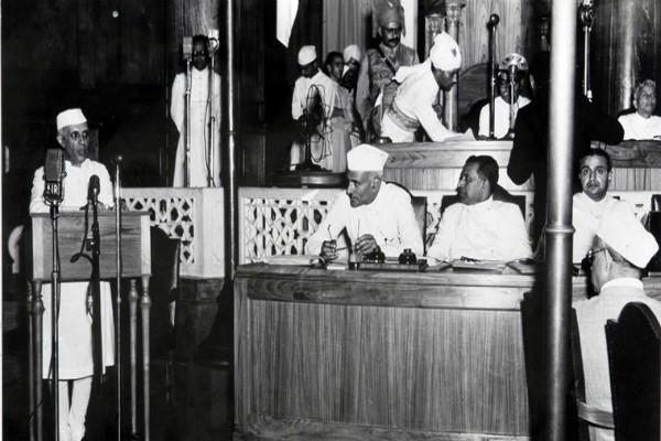 nehru hoisted the flag on august 16th