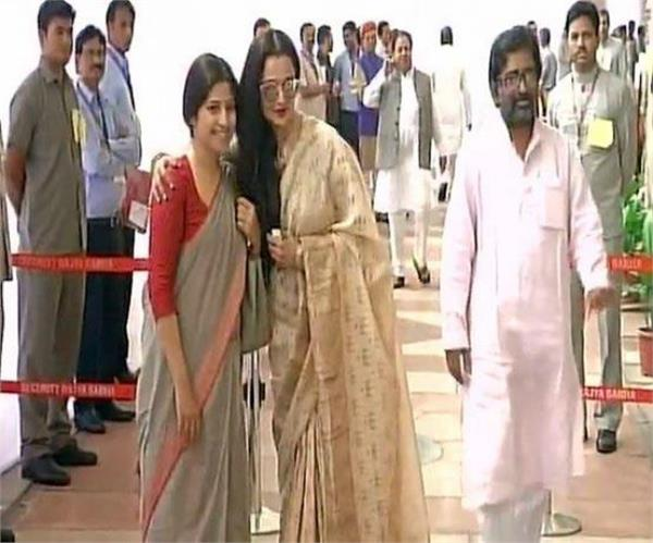vice presidential election  actress rekha reached to vote