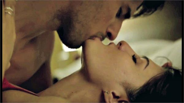 sidharth and jacqueline continue to do kiss