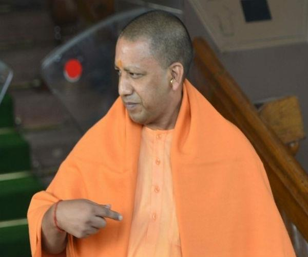after becoming cm  yogi faced for the first time in protest of student leaders