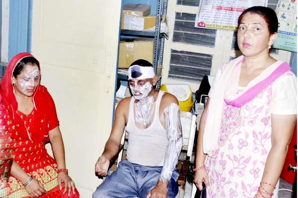 incident of making mid day meal at school   2 injured including cook