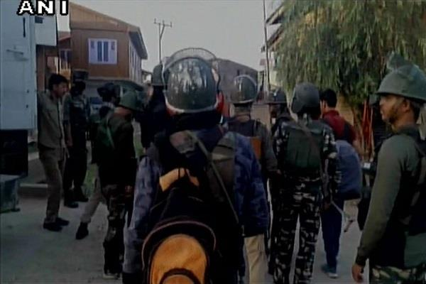 2 army personnel martyred and three injured in encounter in shopian