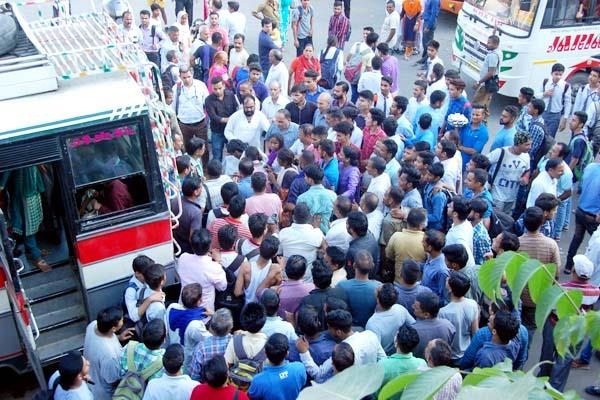 8 caught in the attempt to steal on the bus stand  people fiercely beating