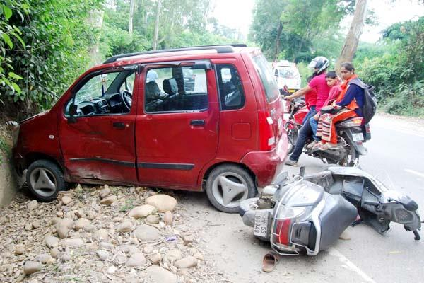 incident on nh 70  strong collision in car scooty  2 injured