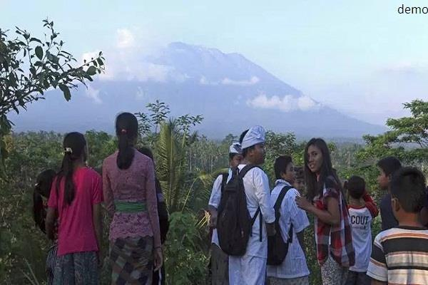 thousands of people were evacuated from bali volcano