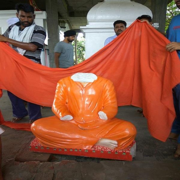 statue of sant suraj prakash broke in and closed the temple priest in the room