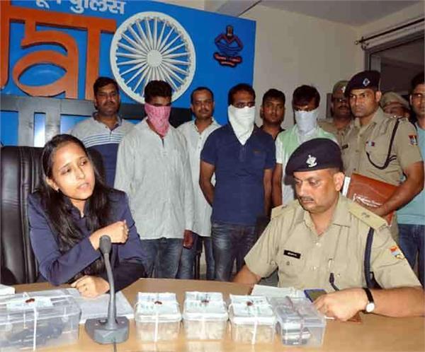 3 arrested in smack smuggling