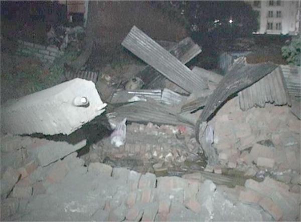 hurricane rains storm stricken walls 2 death 3 serious