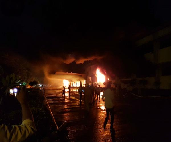 fire at fire in haldiram factory  12 firecrackers reached the spot