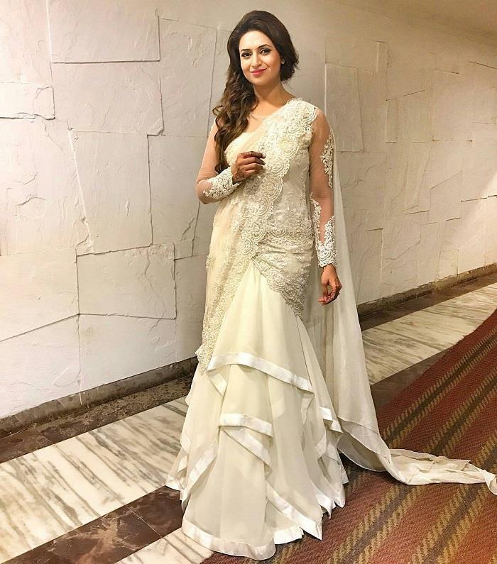 Zee Rishtey Awards: दिव्यांका ने व्हाइट गाउन में चलाया जादू, बाकी सेलेब्स भी हुए शामिल