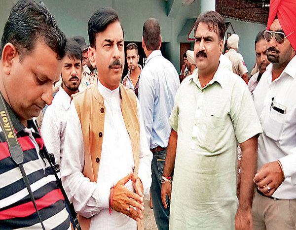 bjp meeting in gurdaspur media extortion