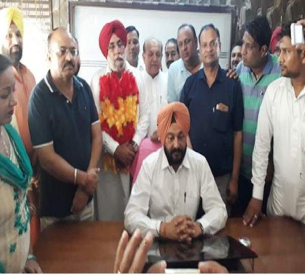 charanjit jataana became the president of the municipal council