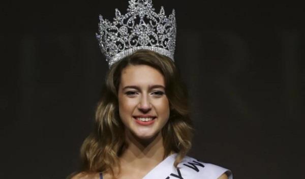 miss turkey 2017 stripped of her crown over   unacceptable   tweet