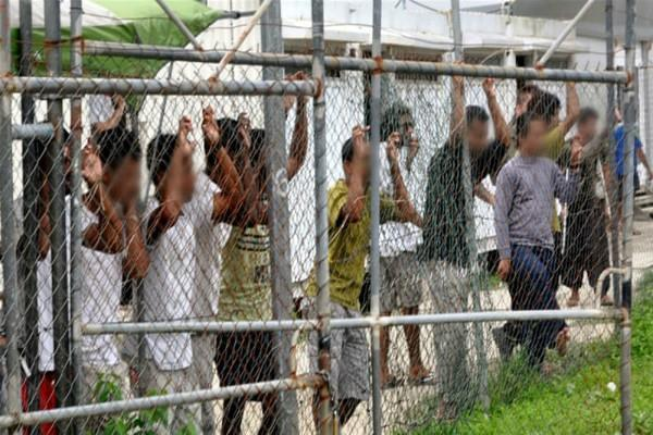 first refugees held on manus island leave for us