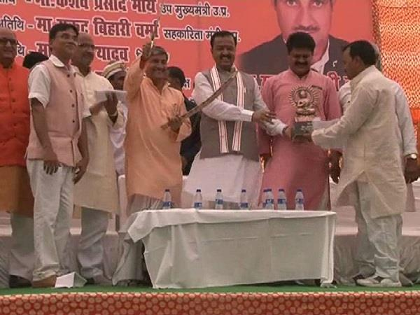 deputy cm of up granted contracts to contractors and officials