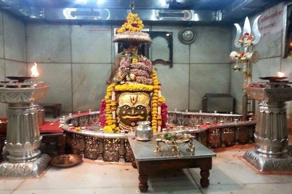 the pilgrims coming to mahakaleshwar temple will now be counted by the camera