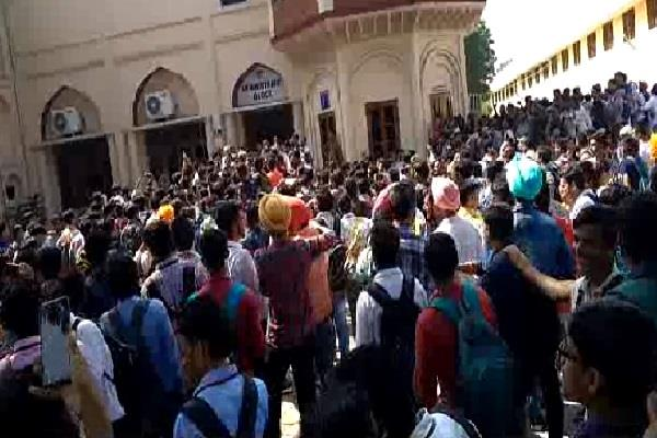 commotion at karnal dayal singh college